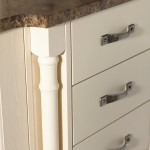 oyster-painted-kitchen-pilaster